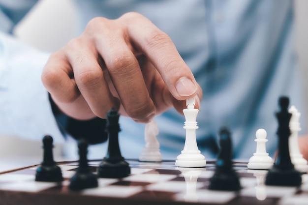 Koncepcja biznesowa szachowy, lider i sukces i strategia.