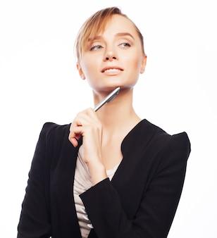 Koncepcja biznesu, nieruchomości, bankowości i ludzi: młoda kobieta biznesu na białym tle
