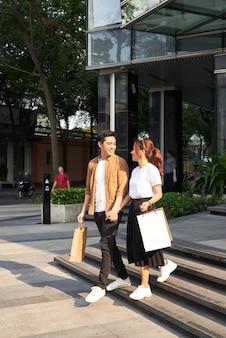 Koncepcja centrum handlowego szczęśliwa para