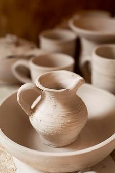 Koncepcja ceramiki ręcznie robionej sztuki ceramiki