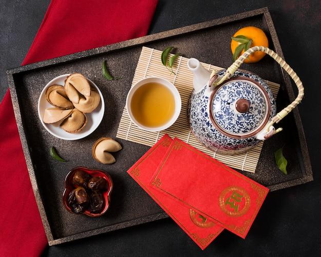 Koncepcja chińskiego nowego roku z dzbanek do herbaty