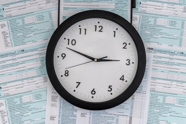 Koncepcja czasu podatkowego, zegar w formularzu podatkowym 1040