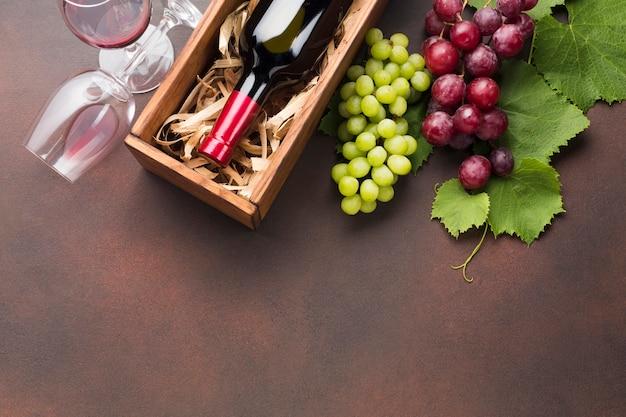 Koncepcja czerwonego wina do góry nogami