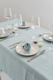 Koncepcja dekoracji ślubnej z lnianymi serwetkami, selektywny obraz ostrości