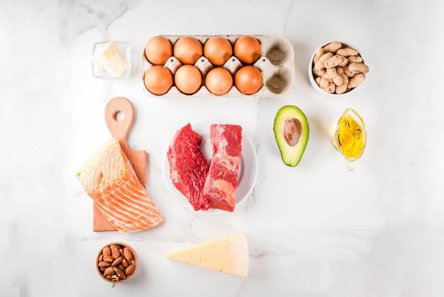 Koncepcja diety ketogenicznej o niskiej zawartości węglowodanów. zdrowa, zrównoważona żywność