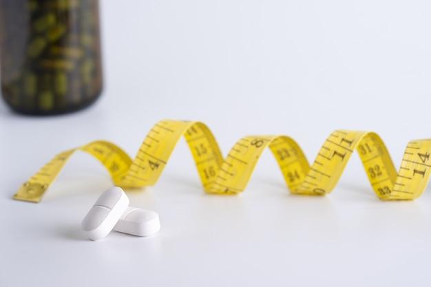 Koncepcja diety schudnąć dieta slim jeść pigułki opieki zdrowotnej i medycznych pill