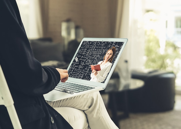 Koncepcja e-learningu i edukacji online dla studentów i uczelni.