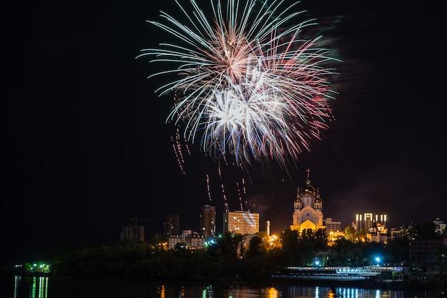 Koncepcja fajerwerków w chabarowsku szczęśliwego nowego roku