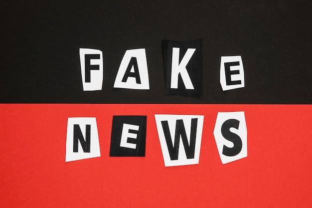 Koncepcja fałszywych wiadomości w kolorze czarnym i czerwonym