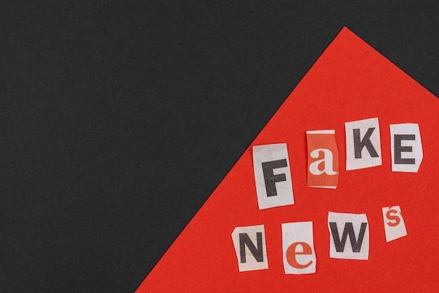 Koncepcja fałszywych wiadomości z widokiem z góry przestrzeni kopii