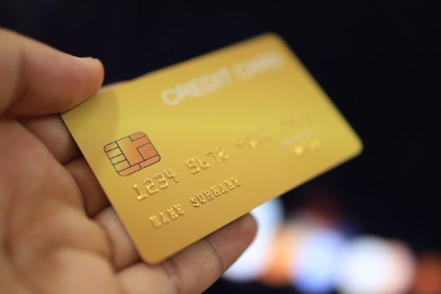 Koncepcja finansowania kartą kredytową, zakupy online, bezpieczeństwo finansowe