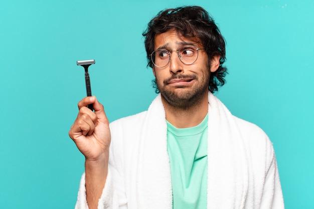 Koncepcja golenia dla dorosłych przystojny indyjski mężczyzna