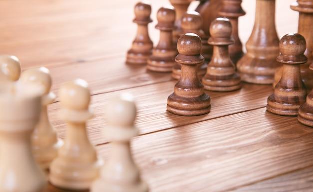 Koncepcja gry planszowej w szachy dla pomysłów i konkurencji i strategii, koncepcja sukcesu w biznesie