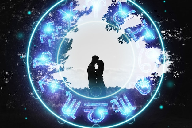 Koncepcja horoskop, para facet i dziewczyna na tle koła ze znakami zodiaku, astrologia. koncepcyjne zdjęcie pary z idealnym dopasowaniem znaków zodiaku.