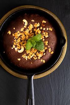 Koncepcja jedzenia domowe ciasteczka pieczone na patelni żeliwnej z miejsca kopiowania
