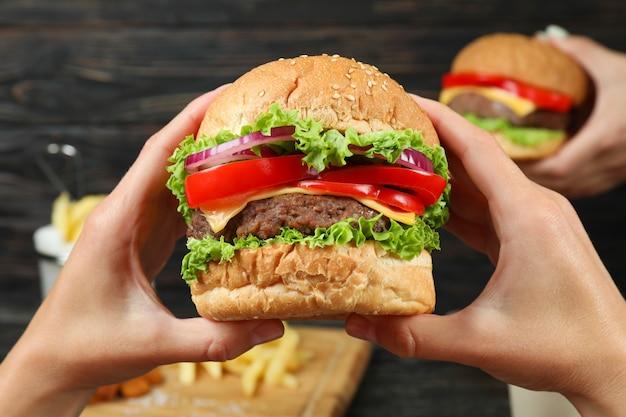 Koncepcja jedzenia fast foodów, z bliska