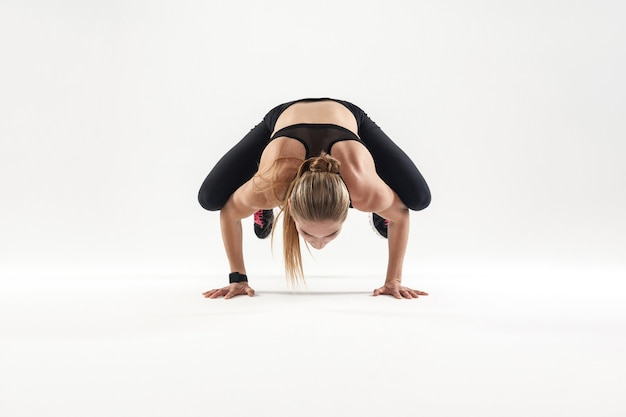 Koncepcja jogi bakasana poza padma