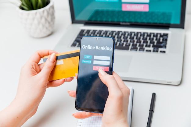 Koncepcja komercyjna e-commerce technologii bankowości internetowej.