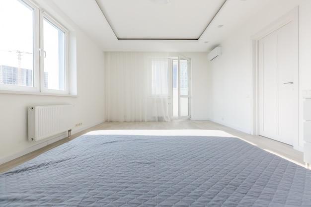 Koncepcja komfortu i pościeli - sypialnia do sypialni w domu