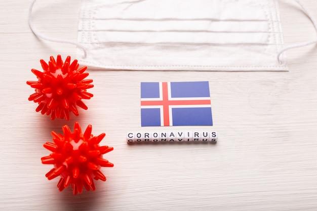 Koncepcja koronawirusa covid-19. ochronna maska do oddychania z widokiem z góry i flaga islandii. nowa epidemia chińskiego koronawirusa.