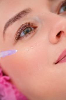 Koncepcja kosmetologii. aktualne trendy w zabiegach kosmetycznych. zastrzyki kosmetyczne
