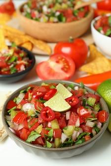 Koncepcja kuchni meksykańskiej z pico de gallo, z bliska