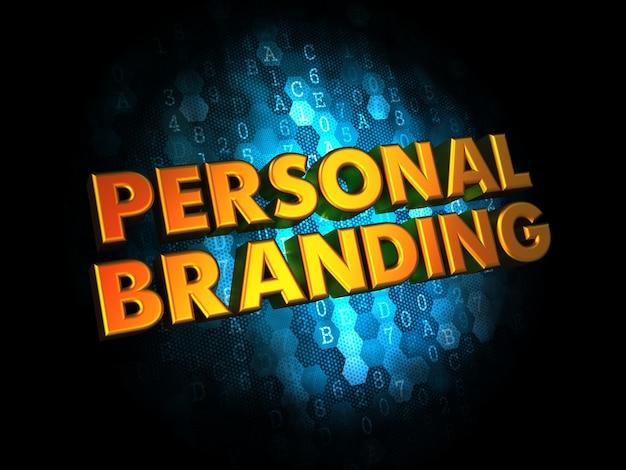 Koncepcja marki osobistej - tekst w kolorze złotym na ciemnoniebieskim cyfrowym.
