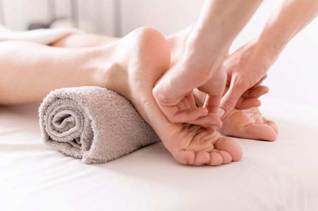 Koncepcja masażu podeszwy z bliska