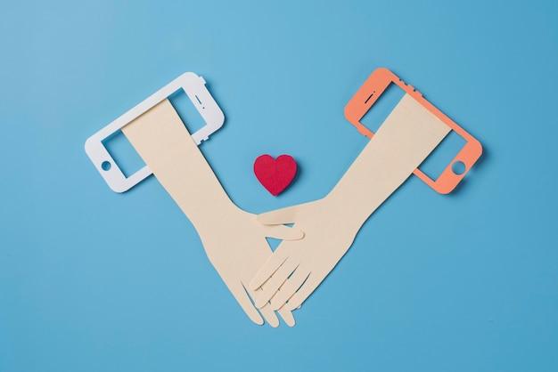 Koncepcja mediów społecznościowych z widokiem z góry na przedmioty