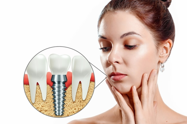 Koncepcja medycyny, nowe technologie, wymiana zębów, protezy