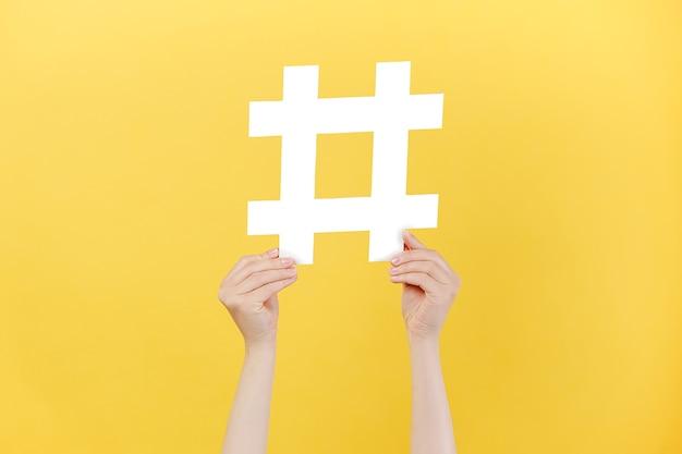 Koncepcja modnych postów w mediach społecznościowych i blogów