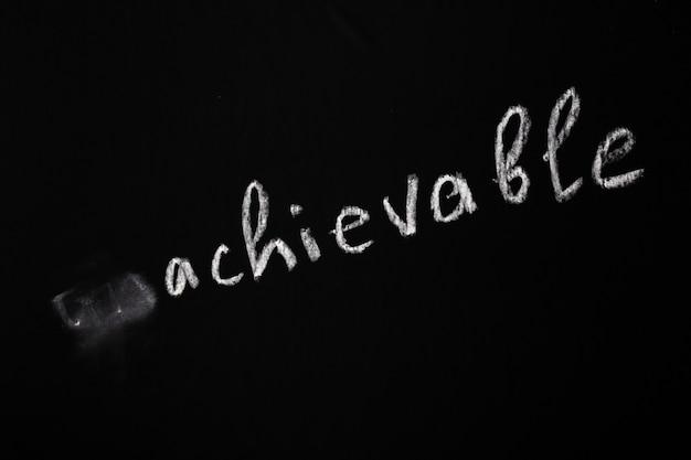 Koncepcja motywacyjna. usuwanie negatywnego znaczenia z frazy. rysunek kredą