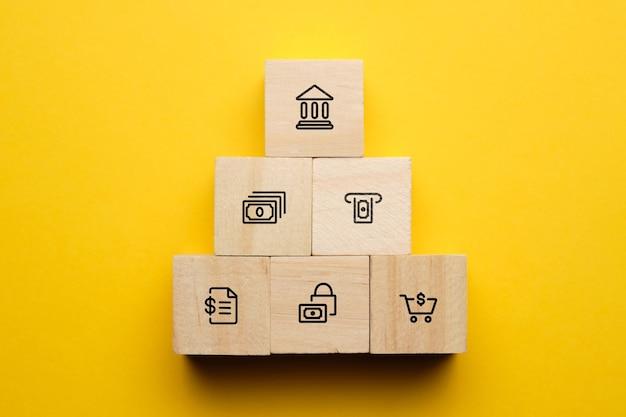 Koncepcja możliwości, usługi systemu bankowego na drewnianych klockach.