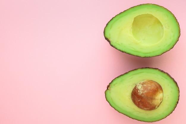 Koncepcja najlepszego menu z awokado (zielone i dojrzałe owoce, witaminy)