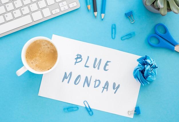 Koncepcja niebieski poniedziałek z filiżanką kawy