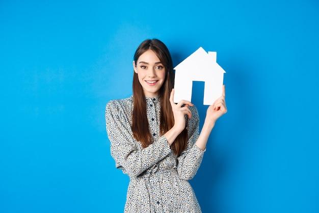 Koncepcja nieruchomości, pośredników w handlu nieruchomościami i ubezpieczenia.