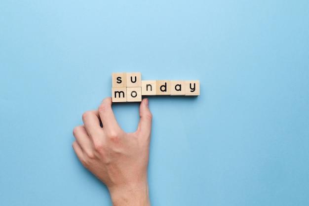 Koncepcja nowego tygodnia pracy i zmiana dnia z niedzieli na poniedziałek.