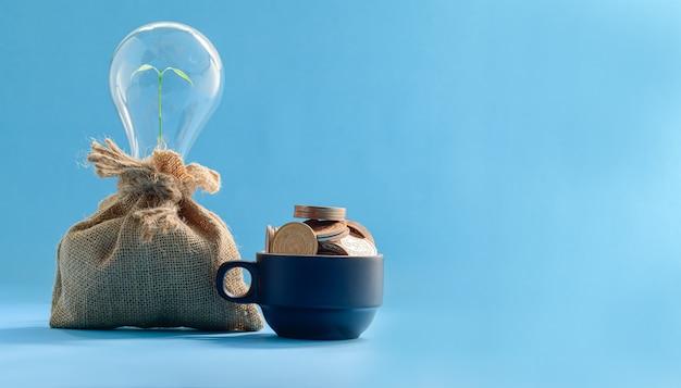 Koncepcja oszczędzania pieniędzy, inwestowania w akcje firm finansowych