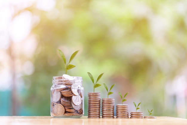 Koncepcja oszczędzania pieniędzy za pomocą monety stack money pieniądze na przyszłość businessfinancesaving