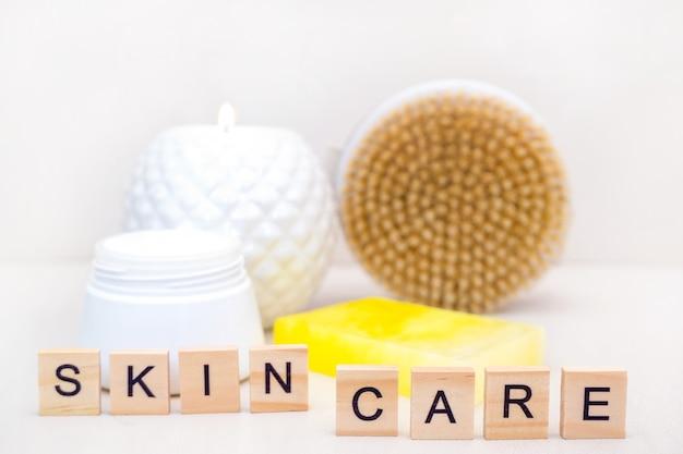 Koncepcja pielęgnacji skóry. domowa pielęgnacja skóry. naturalne akcesoria do zabiegów spa