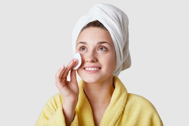 Koncepcja pielęgnacji skóry i zabiegów kosmetycznych.