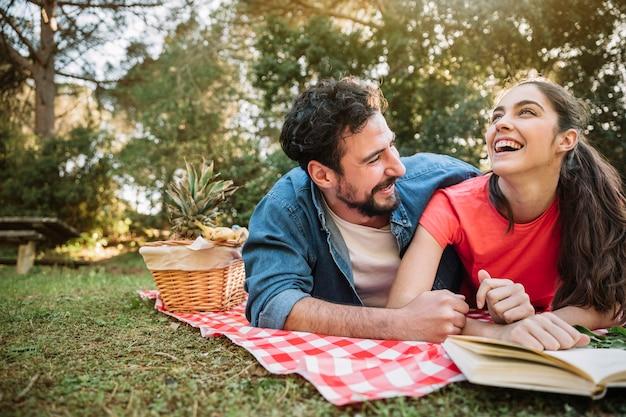 Koncepcja piknik i miłość