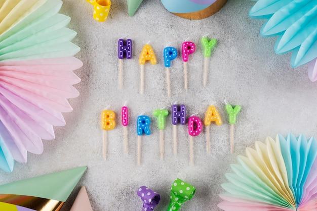 Koncepcja Płaskie świeckich Urodzin Ze świecami Premium Zdjęcia
