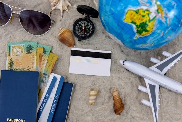 Koncepcja podróży na piasku z samolotem