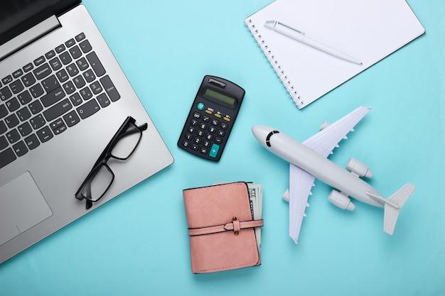 Koncepcja podróży. obliczanie kosztów przelotu i wakacji.