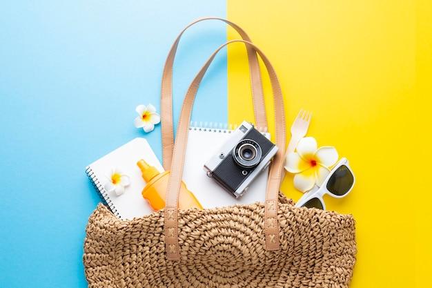 Koncepcja podróży z torbą