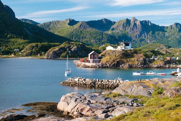 Koncepcja podróży z wioską rybacką w norwegii