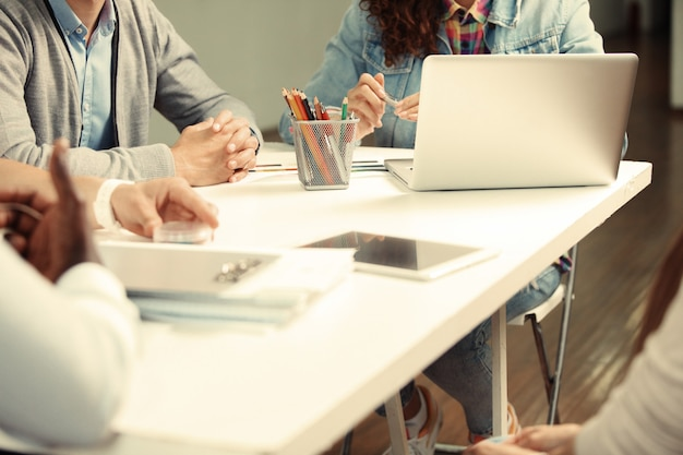 Koncepcja pomysłów spotkania ludzi biznesu.