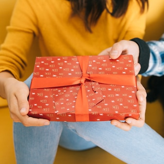 Koncepcja pudełko prezent
