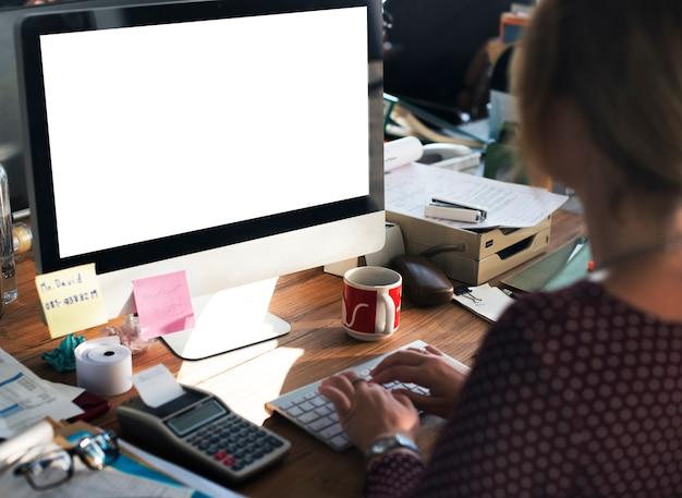 Koncepcja pustego ekranu makiety kopii przestrzeni